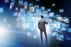 O conceito de fluir o vídeo com homem de negócios foto de stock royalty free