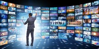 O conceito de fluir o vídeo com homem de negócios fotos de stock royalty free