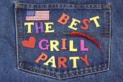 O conceito de Inventation do partido do assado ou da grade do verão em calças de brim suporta Imagens de Stock Royalty Free