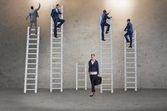O conceito de oportunidades desiguais da carreira entre a mulher do homem imagens de stock
