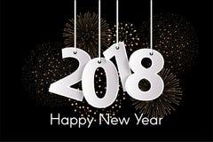 O conceito 2018 do ano novo feliz com papel cuted os números brancos em cordas com fogos-de-artifício Fotografia de Stock Royalty Free