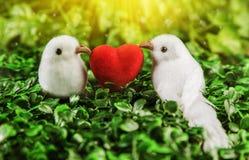O conceito do branco pequeno do dia de Valentim dois Fotos de Stock
