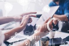 O conceito do diagrama digital, gráfico conecta, a tela virtual, ícone das conexões no fundo borrado Reunião de negócio foto de stock