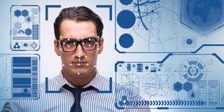 O conceito do software e do hardware do reconhecimento de cara fotos de stock royalty free