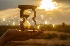 O conceito do tempo e das ideias financeiras novas fotos de stock
