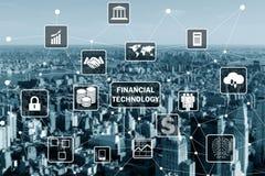 O conceito esperto da cidade com conceito financeiro da tecnologia do fintech fotografia de stock