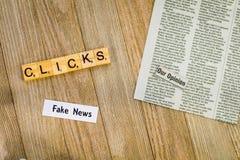 O conceito falsificado da notícia que sugere mais cliques faz mais dinheiro foto de stock