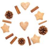 O cone do pinho, canela, composição da coleção do Natal das cookies ajustou-se no branco Fotos de Stock Royalty Free