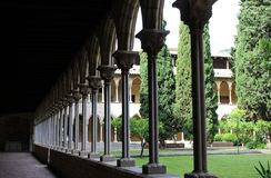 O conjunto arquitetónico do monastério Pedralbes em Barcelona ao estilo do gótico Catalan fotografia de stock