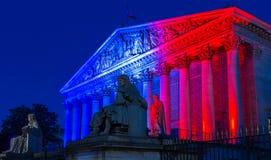 O conjunto nacional francês iluminou-se acima com as cores do na francês imagem de stock