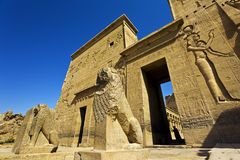 O console sagrado do templo de Philae foto de stock