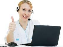 O consultante bonito do doutor da mulher mostra está bem Fotografia de Stock