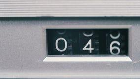 O contador do vintage com números gerencie no gravador video estoque