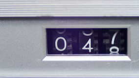 O contador do vintage com números gerencie no gravador filme