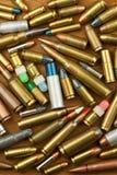 O controlo de armas endireita a arma Tipos diferentes de munição O direito à posse das armas para a defesa Imagens de Stock