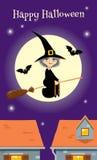 O convite para o partido de Dia das Bruxas retro styleHalloween o cartão, bruxa que voa sobre uma cidade Imagem de Stock Royalty Free