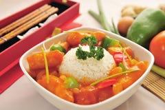O copo chinês do alimento do arroz com fisch cicken Foto de Stock Royalty Free