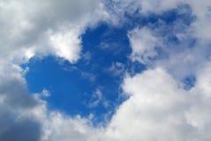 O coração assina dentro o céu Fotos de Stock Royalty Free