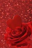 O coração com levantou-se Foto de Stock