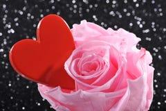 O coração com levantou-se Imagens de Stock