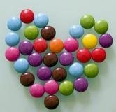 O coração das gotas de chocolate Imagens de Stock Royalty Free