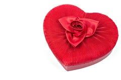 O coração deu forma à caixa vermelha de veludo fotografia de stock royalty free