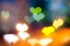 O coração deu forma ao fundo de Bokeh no fundo escuro fotografia de stock