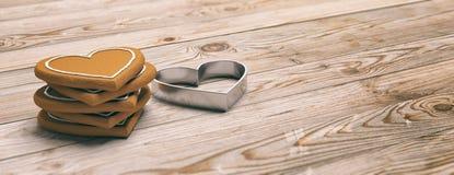O coração deu forma a cookies do pão-de-espécie e a cortador, fundo de madeira, bandeira imagens de stock