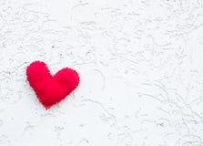 O coração do brinquedo no fundo imagem de stock royalty free