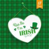 O coração do dia do St Patricks beija-me tartã Fotografia de Stock Royalty Free