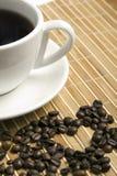 O coração fêz feijões de café do ââof Fotos de Stock Royalty Free