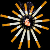 O coração humano pequeno sufoca do fumo Fotos de Stock