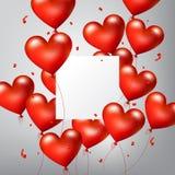 O coração vermelho lustroso realístico de voo Balloons com partículas brancas quadradas da placa e dos confetes, dia de Valentim  Fotos de Stock Royalty Free