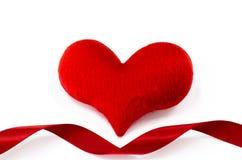 O coração vermelho no fundo branco, coração deu forma, dia de Valentim concentrado Foto de Stock