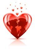 O coração vermelho com adolescentes novos acopla o beijo Imagem de Stock