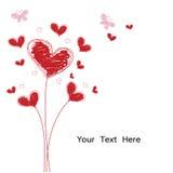O coração vermelho do Grunge e da garatuja floresce com a borboleta cor-de-rosa isolada Foto de Stock
