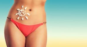 O corpo é mulher bronzeada Imagens de Stock