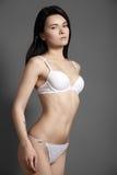 O corpo magro da mulher bonita na roupa interior laçado Formas volutuosos perfeitas e curvas Imagens de Stock Royalty Free