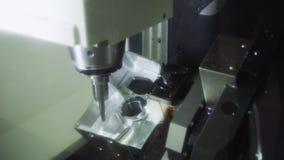 O corte de máquina da trituração do CNC a parte automotivo de alumínio com o sólido Processo de manufatura moderno filme