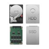 O corte do papel da movimentação de disco rígido contra o ssd isolado é equ do armazenamento de dados  foto de stock