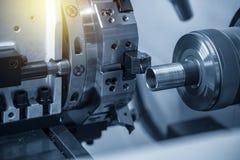 O corte do torno do CNC ou de máquina do giro a linha imagens de stock royalty free