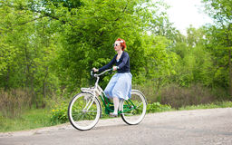 O costume das meninas Bikes a parada em Kiev, Ucrânia Foto de Stock Royalty Free