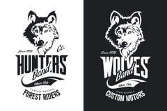 O costume do lobo do vintage viaja de automóvel o logotipo preto e branco do vetor do t-shirt do clube ilustração do vetor