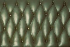 o couro para trás do sofá do vintage imagens de stock