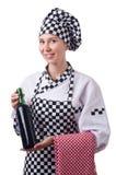 O cozinheiro chefe fêmea que mantém a garrafa de vinho isolada sobre foto de stock