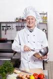 O cozinheiro na cozinha Fotografia de Stock Royalty Free