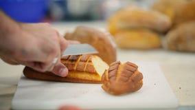O cozinheiro que corta o pão na tabela filme