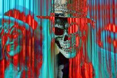 O crânio abre a cortina colorida do inferno ilustração stock