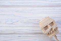 O crânio humano é composto de enigmas de madeira Imagens de Stock Royalty Free
