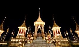 O crematório real para o HM rei Bhumibol Adulyadej em Sanam Luang preparado para ser usado como o funeral real imagens de stock